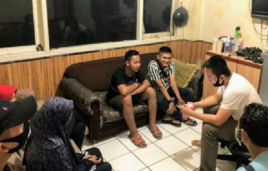 Polisi Tahan Youtuber Pengunggah Video Prank Daging Sampah